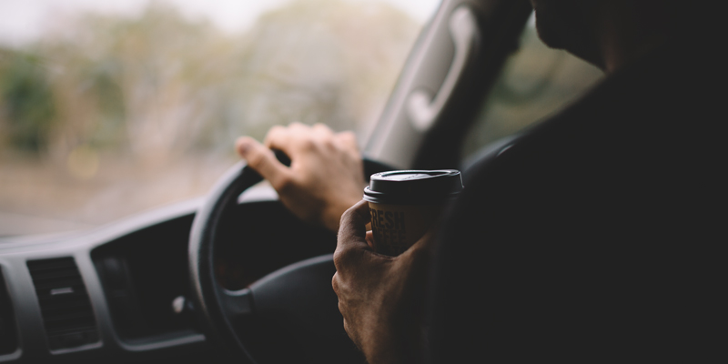 800x400_coffee-while-driving